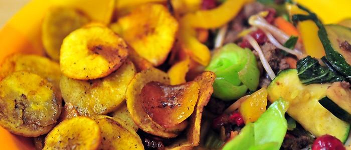 Hackfleisch-Gemüsepfanne süß sauer mit Kochbananenchips