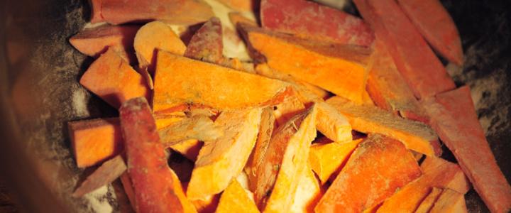 Süßkartoffel Pommes mit milchfreier, veganer Crème fraiche